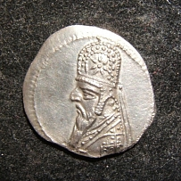 Eastern Parthian Kingdom Mithradates II AR Drachm ancient coin, Sellwood 28.3 EF